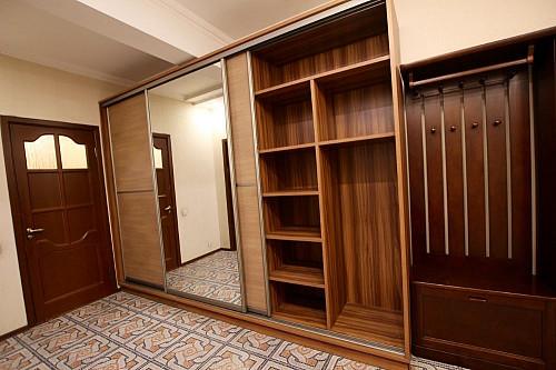 Гардеробный шкаф большой прочный Алматы