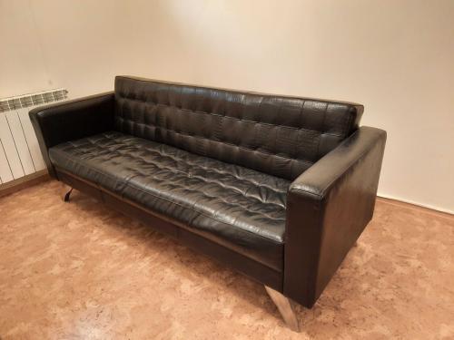 Кожаный черный диван Алматы