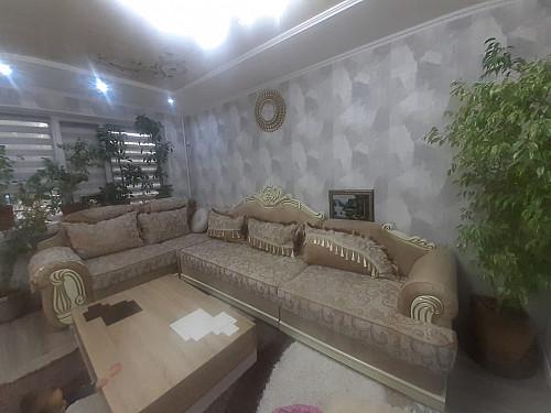 Срочно продам диван,журнальный столик,ковёр,часы,цветы Тараз