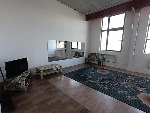Сдам комнату 49 кв в центре города. Под танцевальную студию, агенство и прочее Шымкент