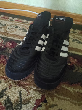 Продам футзалки фирмы Adidas ( Оригинал) 42 размера. Костанай