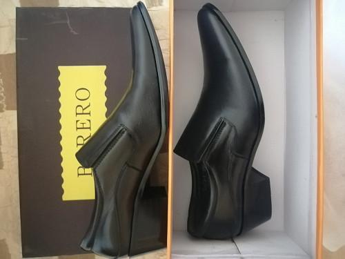 Мужские новые туфли 40р-р, на каблучке, классика, чёрные. Риддер