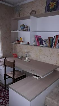 Продам письменный стол, с полочками под книги. Алматы