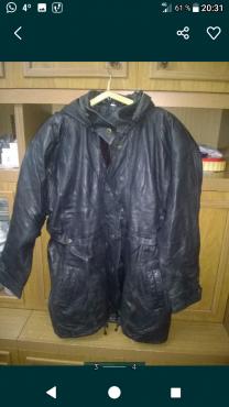 Продам женскую кожаную куртку с капюшоном, на утепленной подкладке. Алмалы