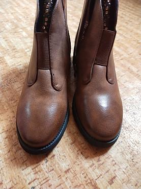 срочно продам женские ботинки Шымкент