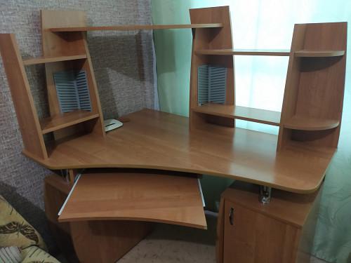 продам компьютерный стол Усть-Каменогорск
