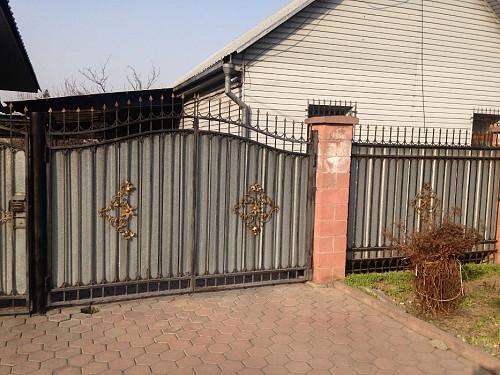 В г, Алматы продам дом с действующем магазином в Турксибском районе Алматы