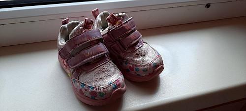 Продам детские кроссовки для девочек Уральск