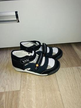 Продам сандали и кроссовки на мальчика Усть-Каменогорск