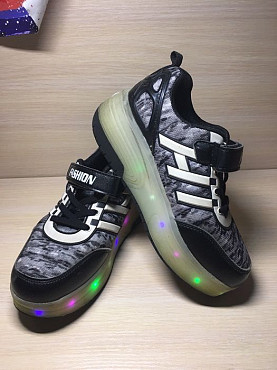 Светящиеся роликовые кроссовки, размер 34 (22см) Алматы