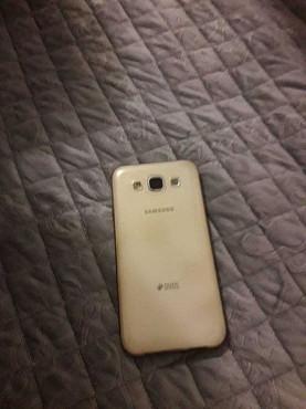 Продам телефон SAMSUNG  E5 Степногорск